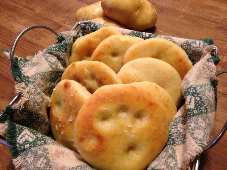 le focaccine morbidisse alle patate sono delle soffici focaccine che nell'impasto hanno del purea di patate che le rende morbide e gustose
