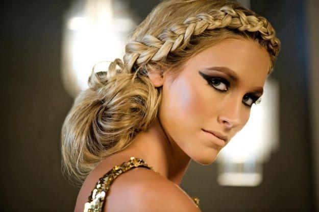 Прическа с французской косой вдоль лба ::: onelady.ru ::: #hair #hairs #hairstyle #hairstyles