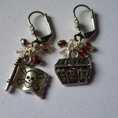 """Boucles d'oreille """"pirate"""", coffre au tresor et drapeau tete de mort (bo30)"""