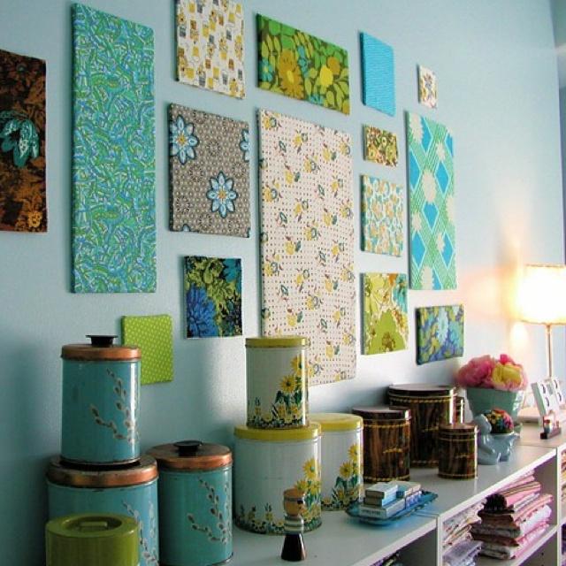 combinacion de colores, formas y texturas en una misma pared