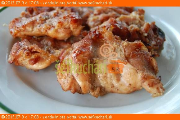 Grilované kuracie stehná v medovo-horčicovej marináde