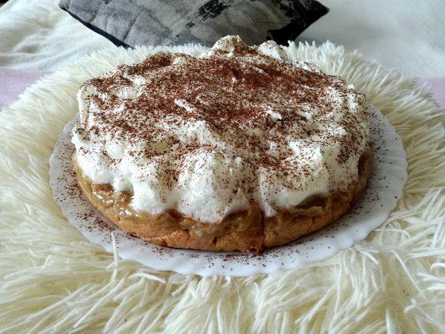 Kruche ciasto z musem rabarbarowym pod bezą ;)