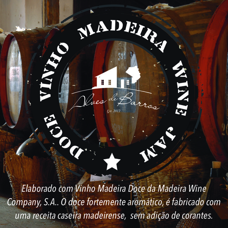 Elaborado com Vinho Madeira Doce da Madeira Wine Company, S.A.. O doce fortemente aromático, é fabricado com uma receita caseira madeirense,  sem adição de corantes.