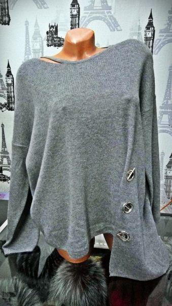 Bluza gri asimetrica Compozitie: 65% acrylic, 35% lana Marimi: universala