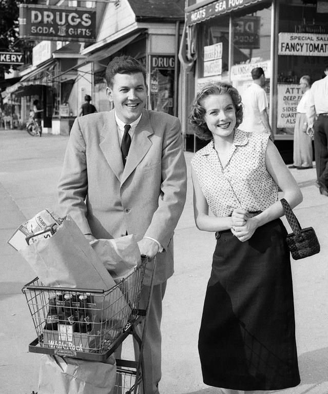Famous firsts in American cities: First shopping carts Basing his design on a wooden folding chair, grocer Sylvan Nathan Goldman introduced the first shopping cart on June 4, 1937 The concept soon caught on, and Goldman became a multimillionaire by collecting royalties on every shopping cart in the United States.