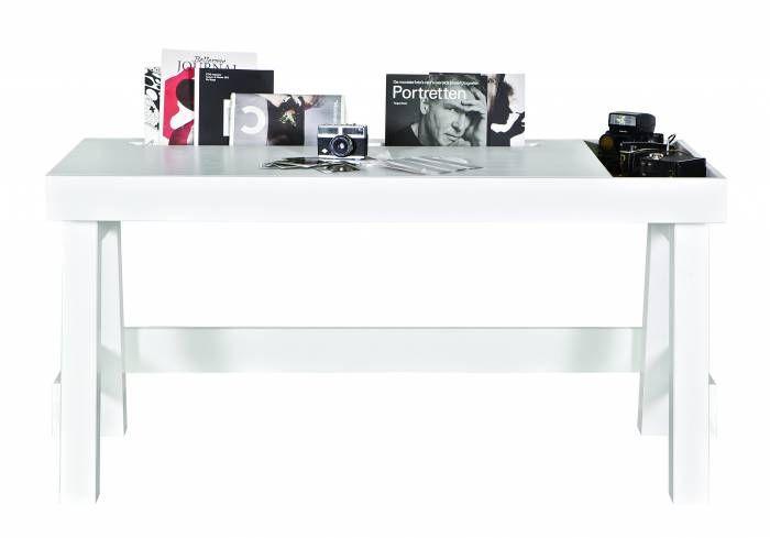 Buro Grooving Wit BePureHome  Description: Strak wit bureau gemaakt van massief grenen. Het bureau heeft een lengte van 150 cm en is dus iets groter dan een gemiddeld bureau en heeft in het blad een opbergvak en functionele gleuf. Het opbergvak met soft black bodem is handig om je spullen in op te bergen. In de gleuf kun je bijvoorbeeld tijdschriften en boeken kwijt! De afmetingen van het opbergvak zijn: 64d x 62l x 232b De afmetingen van de gleuf zijn: 75d x 101l x 4 tot 6b  Price: 225.00…