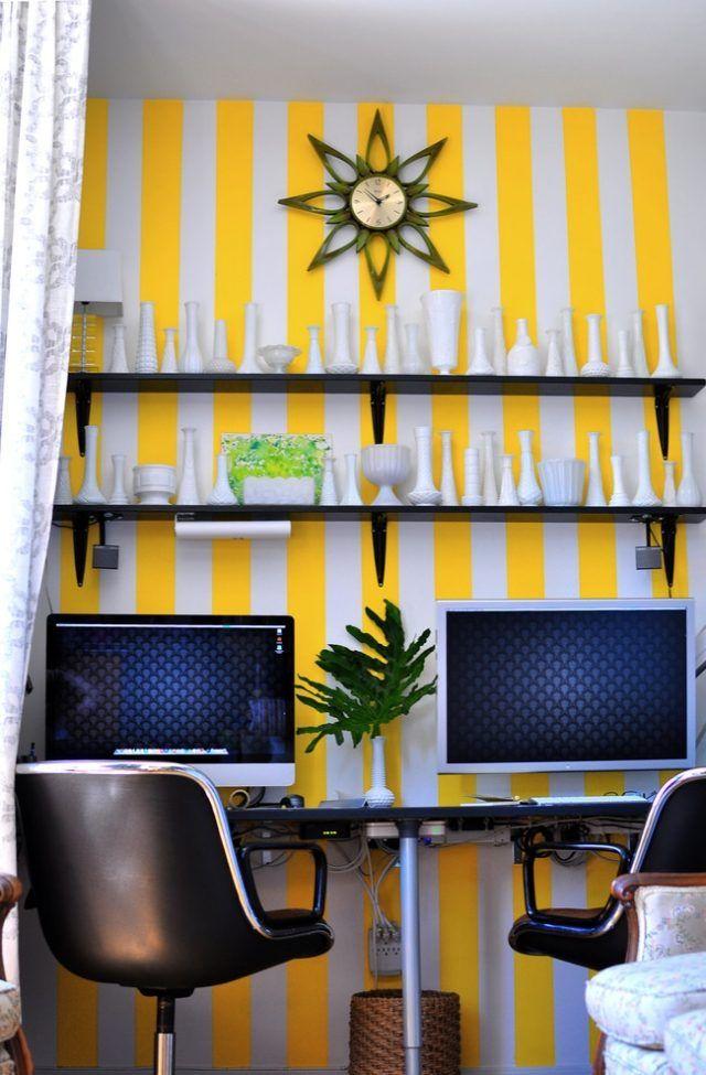 peinture décorative effet rayures jaunes et blanches dans le bureau à domicile