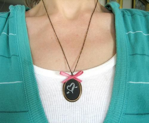DIY mother's day gifts DIY Chalkboard Necklace DIY mother's day gifts
