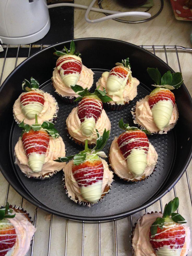 Strawberry and white choc cupcakes :)