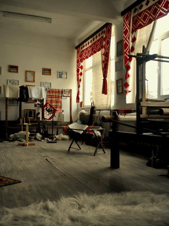 workshop in Romania -atelier cu razboi de tesut http://www.iiana.ro/