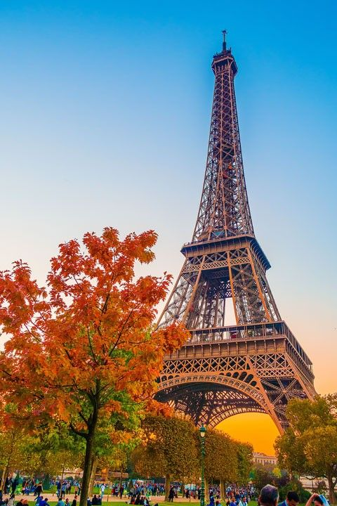 free paris walking tours maps tour eiffel kevin o 39 leary and frances o 39 connor. Black Bedroom Furniture Sets. Home Design Ideas