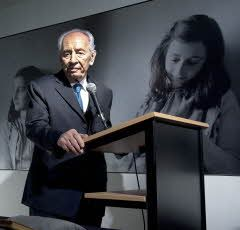 Shimon Peres visits Anne Frank House