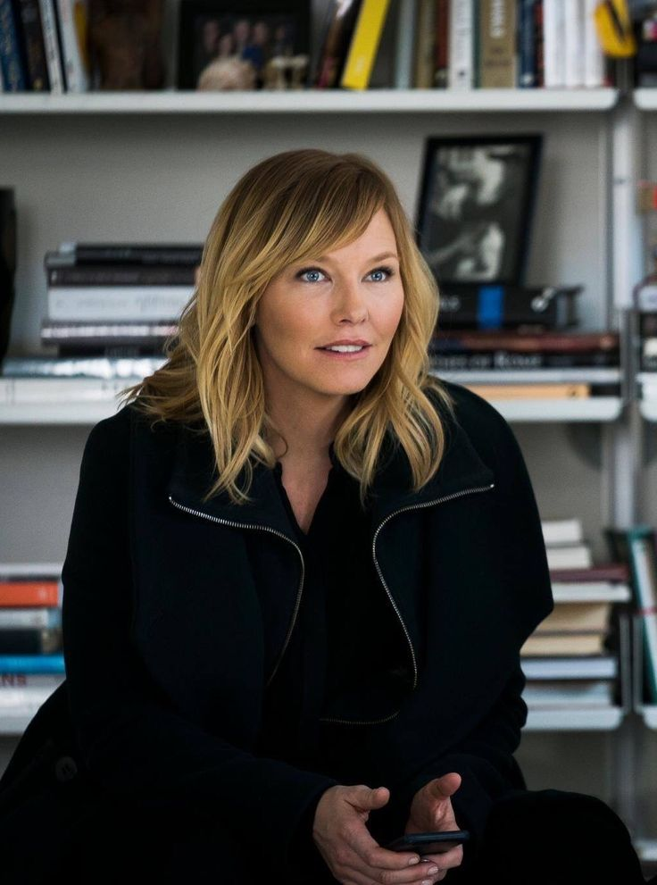 Kelli Giddish is SOOO pretty!