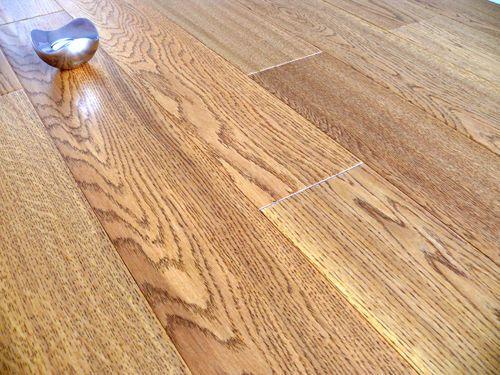 Engineered  Wood Flooring Click System Golden Handscraped & Lacquered Oak Sample