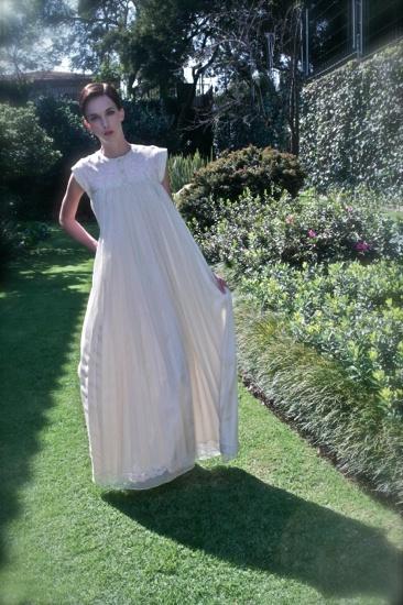 vestido largo en blanco y con bordados en la nueva colección @Yakampot de @Francisca Hernandez cancino cc @el_lanco