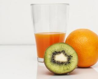 Jus de fruits bonne mine : http://www.fourchette-et-bikini.fr/recettes/recettes-minceur/jus-de-fruits-bonne-mine.html