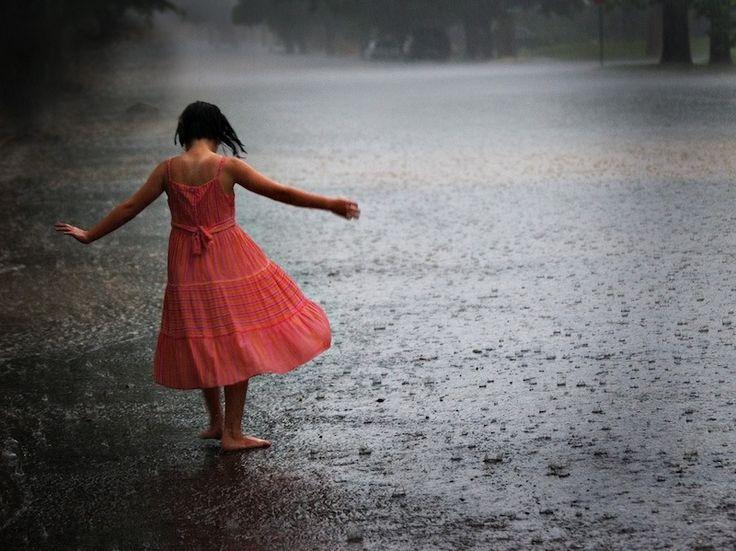 La Vita non è aspettare che passi la tempesta, ma imparare a ballare sotto la pioggia. Gandhi Le 8 porte
