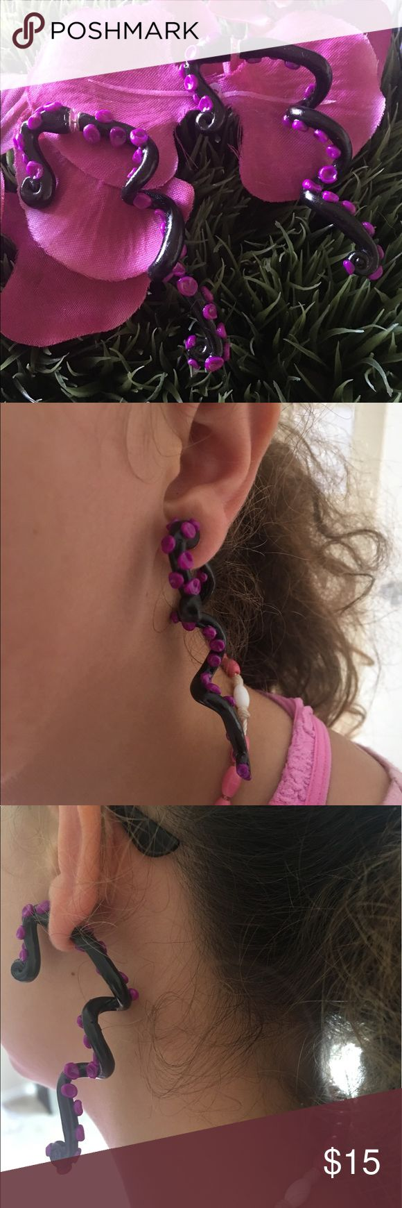 🦑Black and Pink Octopus Legs' Earrings🦑 Handmade earrings made of polymeric clay. The earrings will always have imperfections because my style is to focus on making earrings that look different and some that look perfect without imperfections. It's a mixed of both. Handmade Jewelry Earrings