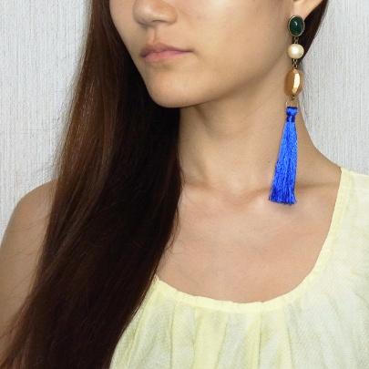 タッセルピアス《ブルー》 ¥4,500
