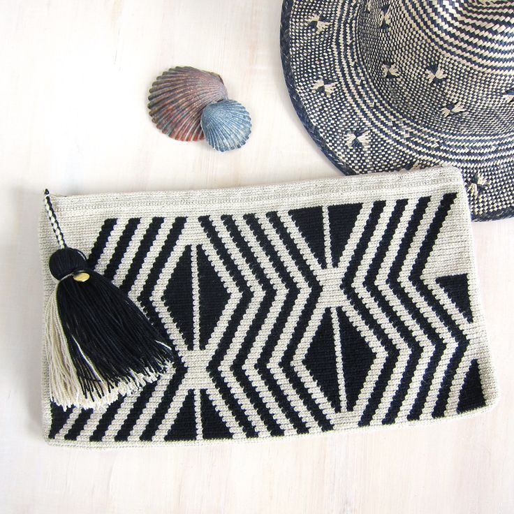 Wayuu wool clutch.