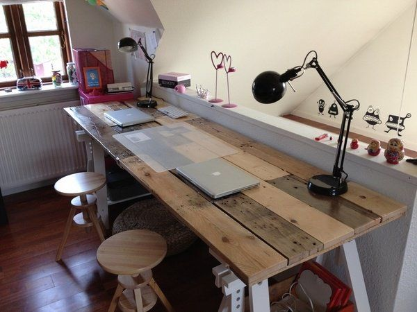 How To Build A Desk From Wooden Pallets Easy Diy Home Office Furniture Ideas Lamps
