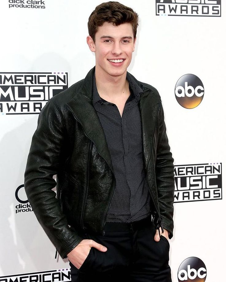 @amas Look who's here! @shawnmendes performs TONIGHT, & after the show an exclusive encore performance on @xfinity On Demand! 🔥 #ShawnOnAMAs
