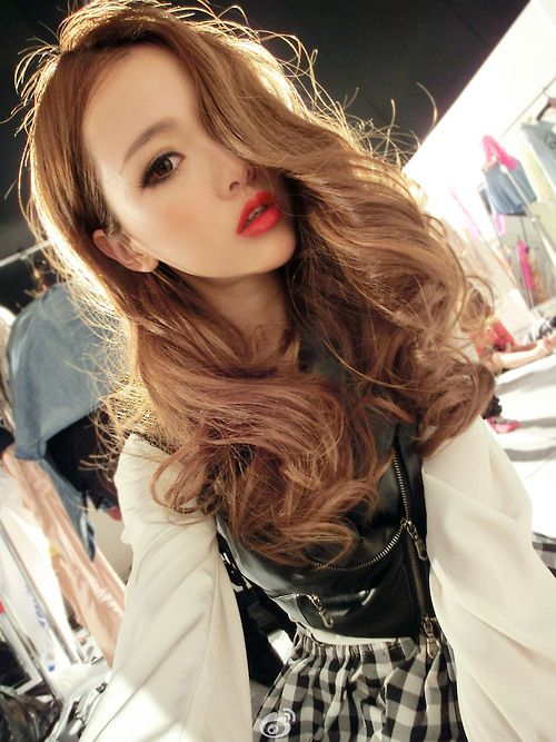 Huang Yi Lin Ulzzang Asian Fashion - love the pop of colour on the lips!