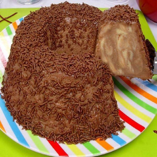 O Brigadeirão Mármore é uma sobremesa fácil e deliciosa. Experimente!
