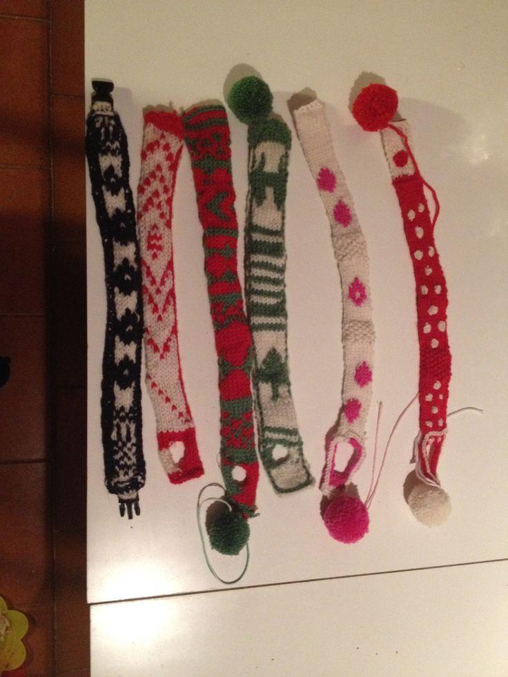 Arriva la collezione invernale! Nuovi modelli in lana merinos. con chiusra classica oppure a sciarpina con pon pon. E disegni natalizi!