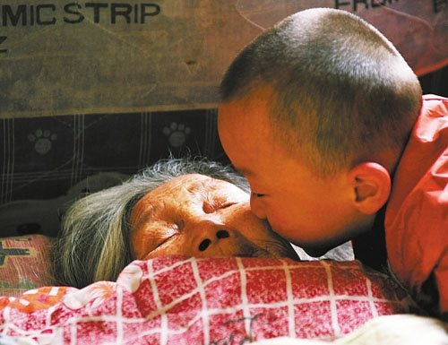 """""""She lived in poverty but saved the lives of more than 20 babies. Chinese Lou Xiaoying a true hero of selflessness. Lou lived from collecting recyclables from rubbish bins and one day back in 1972 she found an abandoned baby girl in the junk. She adopted the baby and watched her baby grow strong. In Lou's view if she had the strength to collect rubbish she had strength to recycle something much more important…human life. Lou took in and raised 4 abandoned babies and placed more than 20…"""