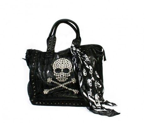 Zeer stoere zwarte leren handtas met gestanste doodshoofdjes, metalen studs en sjaaltje met doodshoofdjes. Kijk op onze site www.fabstyle.nl
