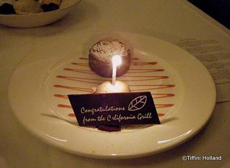 Anniversary and Honeymoon treats at Disney World. Awesome to know.