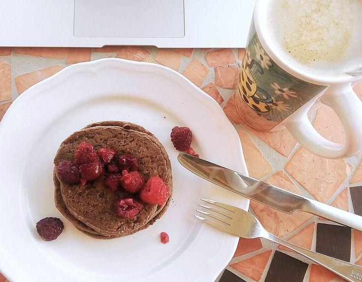 """69 Me gusta, 3 comentarios - Fernanda Belén (@feelthevegan) en Instagram: """"M E R I E N D A S   Pancakes hechos de avena en copos  y polvo de proteína vegana de MyVegies .…"""""""