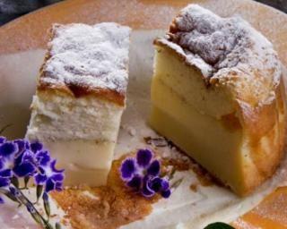 Gâteau magique à la vanille ou millasson : http://www.fourchette-et-bikini.fr/recettes/recettes-minceur/gateau-magique-la-vanille-ou-millasson.html