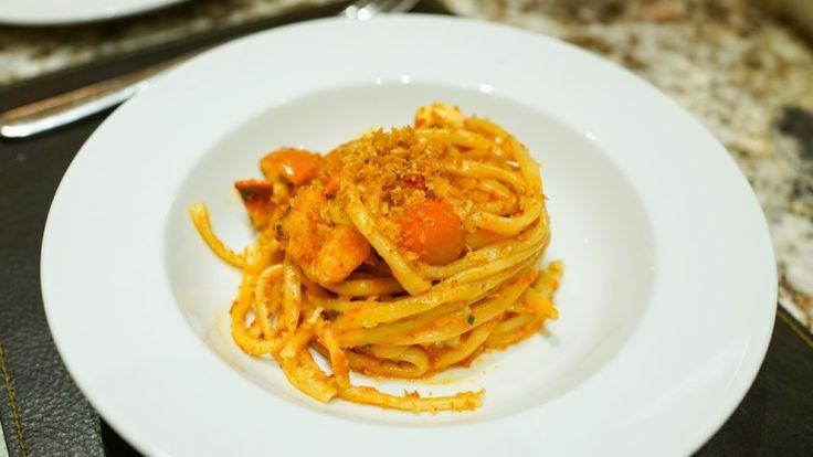 Linguine con l'astice, primo piatto di pesce, pasta con sugo di astice, ricetta