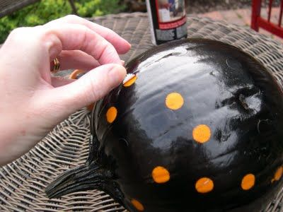 Easy Polka-dot Pumpkin - place circular stickers and spray paint pumpkin black - peel off stickers for a poka dot pumpkin