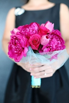 wedding flowers - stunning pop color
