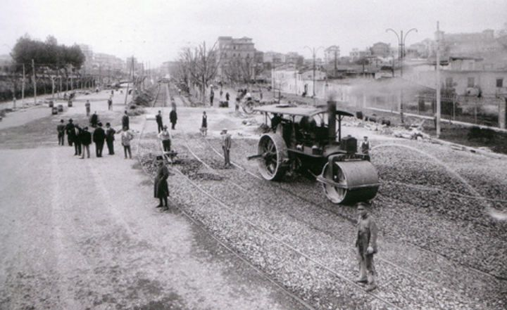 Piazza di Porta Capena e Viale Aventino durante i lavori di sistemazione del 1934. Notare la casa a destra: è dentro il Circo Massimo Anno: 1934