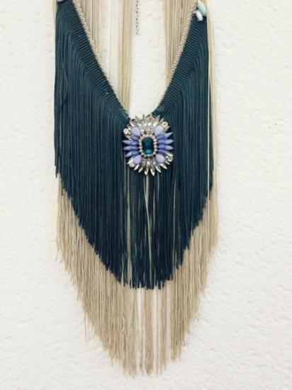 Collar hecho a mano con flecos de seda, puedes encontrarlo en ARTESANUM.com  ETSY.COM