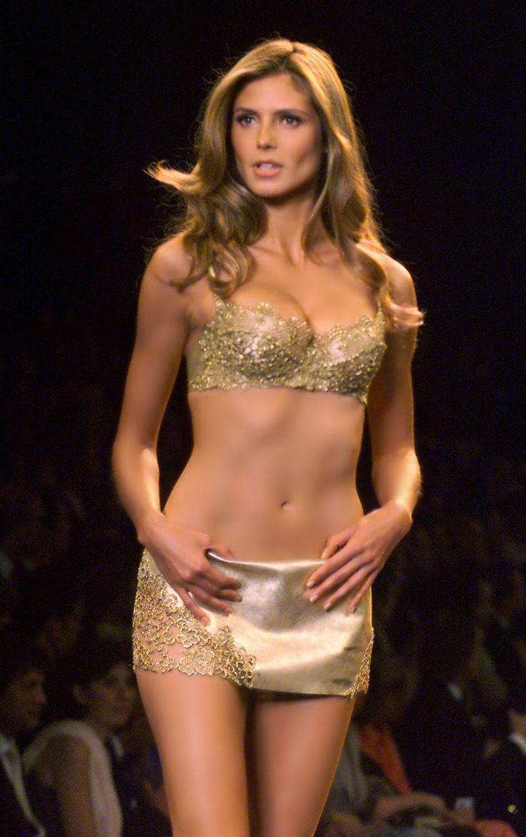 Heidi Klum walking the runway for Victoria's Secret Fashion Show 2000.