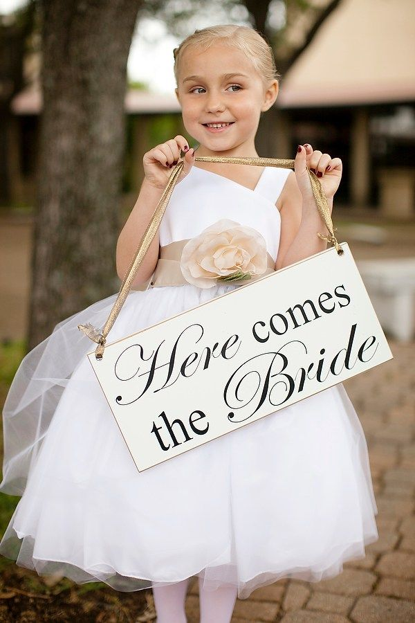 Are you having anice Friday so far? Great, because it is about to get even better! This Friday we are going to give you some wonderful alternatives to the traditional flower girl petal toss. While...