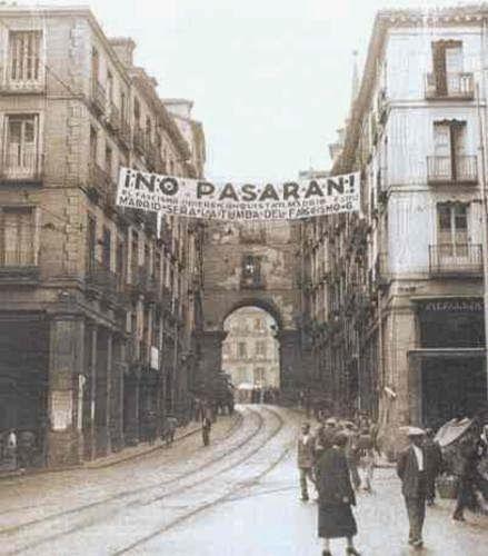 ¡Obreros! ¡Campesinos! ¡Antifascistas! ¡Españoles patriotas!... Frente a la sublevación militar fascista ¡todos en pie, a defender l...
