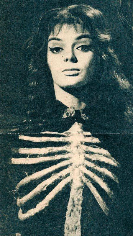 Barbara Steele, mega babe.