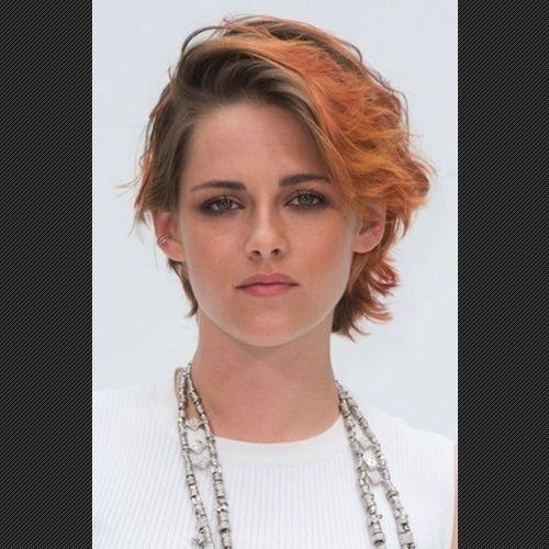 セレブの髪色をにぎわせているのはブルー、パープル、オレンジなどの色鮮やかなカラーを探る。
