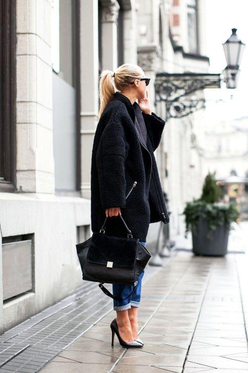Stiletto et sac Céline. // www.leasyluxe.com #céline #trapeze #leasyluxe