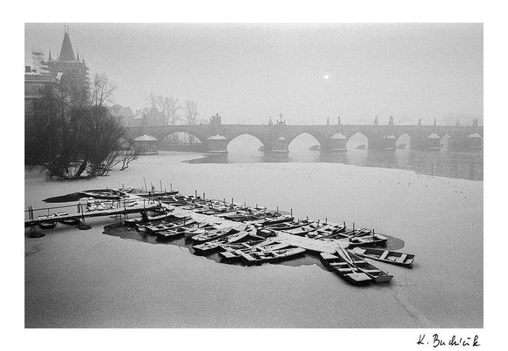 """Praha Neznámá on Twitter: """"Karlův most, zima 1980. Foto poskytl: Karel Bucháček https://t.co/3QakXg9XGP https://t.co/bOnGYVcSGC"""""""