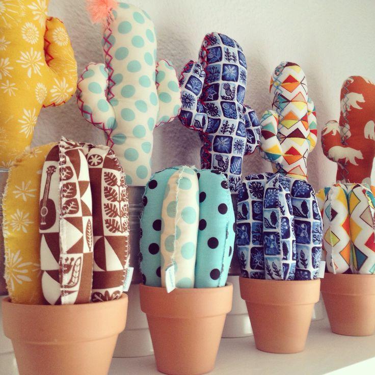 Los #cactus MINIS y sus hermanos los #cactus grandes! Jijiji...  Mucho color…