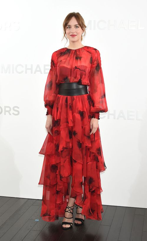 Dakota Johnson en robe Michael Kors Collection printemps-été 2016 à l'ouverture de la boutique Michael Kors Ginza Flagship à Tokyo http://www.vogue.fr/mode/inspirations/diaporama/les-meilleurs-looks-de-la-semaine-novembre-2015/23888#dakota-johnson-en-robe-michael-kors-collection-printemps-t-2016-louverture-de-la-boutique-michael-kors-ginza-flagship-tokyo