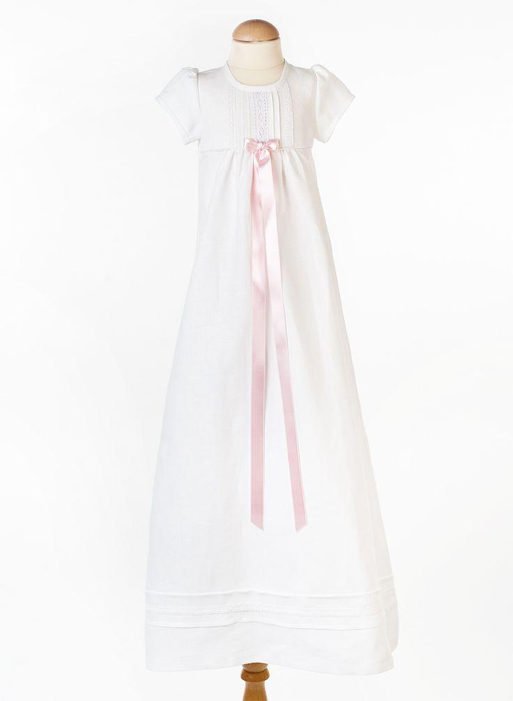 Dåpskjole Tradisjon hvit fra Grace of Sweden med korte ermer.