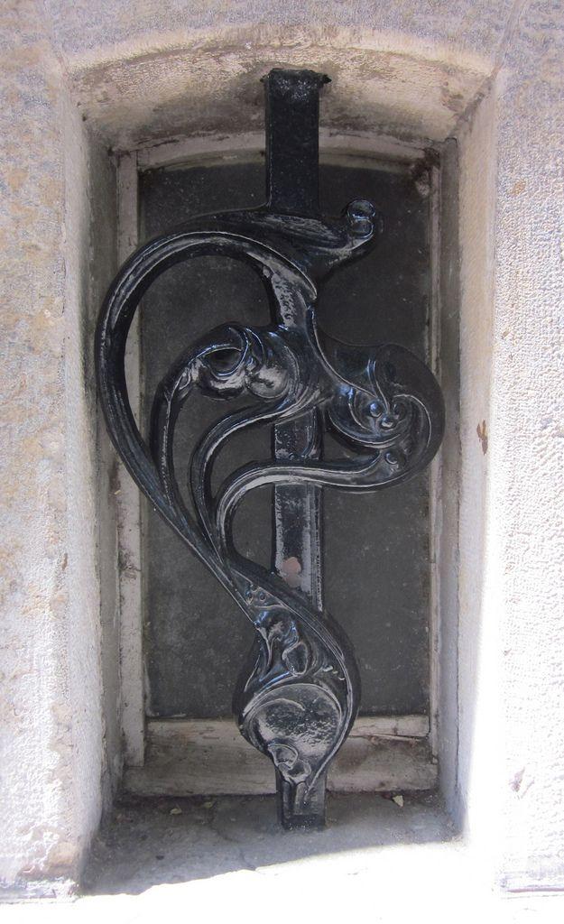 Art Nouveau window ornamentation